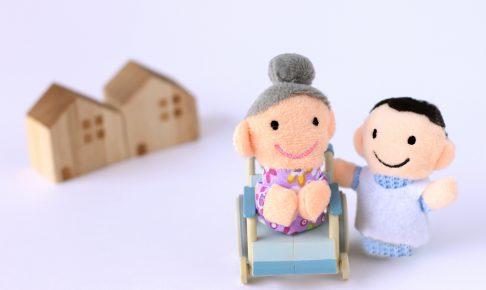 おばあちゃんと娘の人形