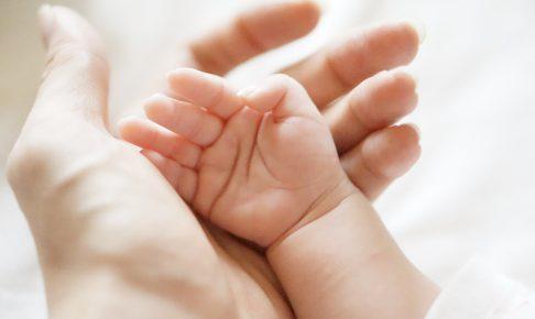 ママとベビーの手