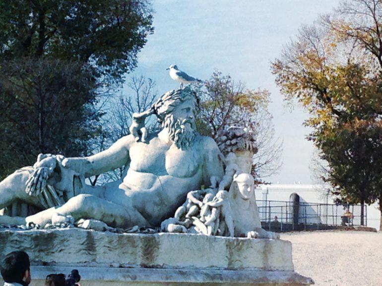ローマの銅像