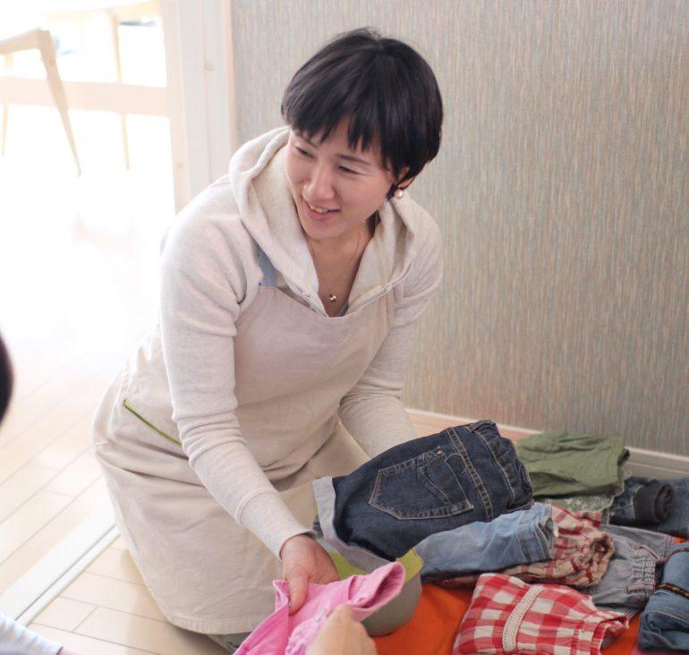 片付け指導をしている田中佐江子さん