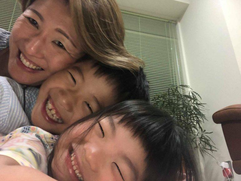 平石恵美子さんと子どもたち