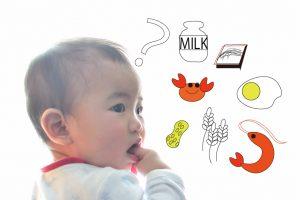 食べ物を想像している赤ちゃん