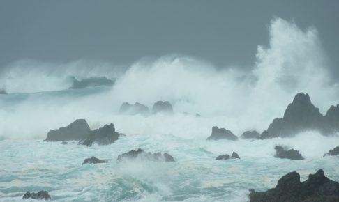 荒れている海