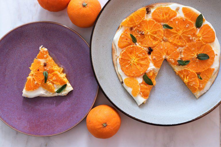 オレンジとヨーグルトのフルーツピザ