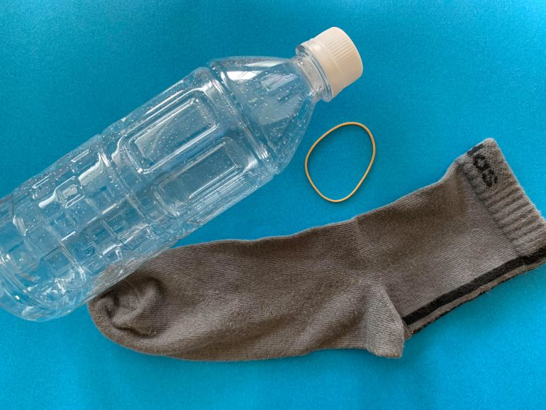 ペットボトルと靴下
