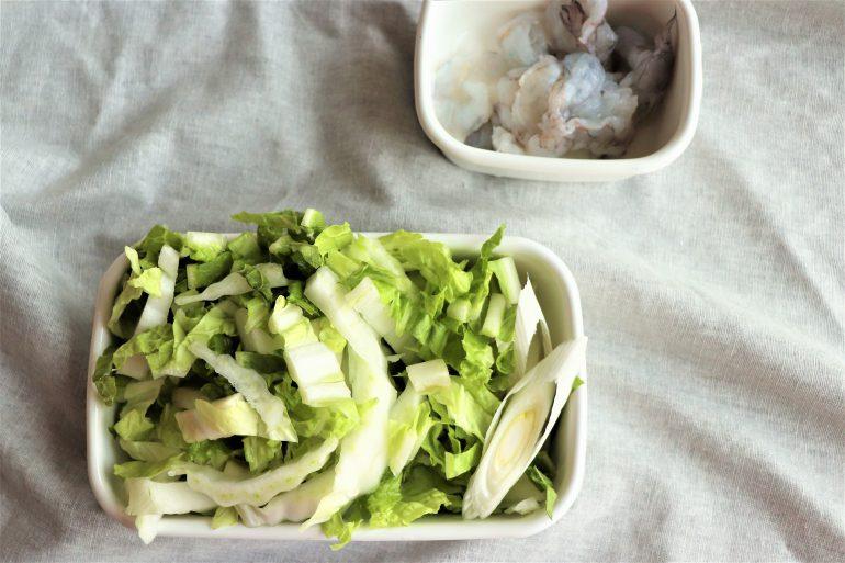 刻んだ白菜とネギ
