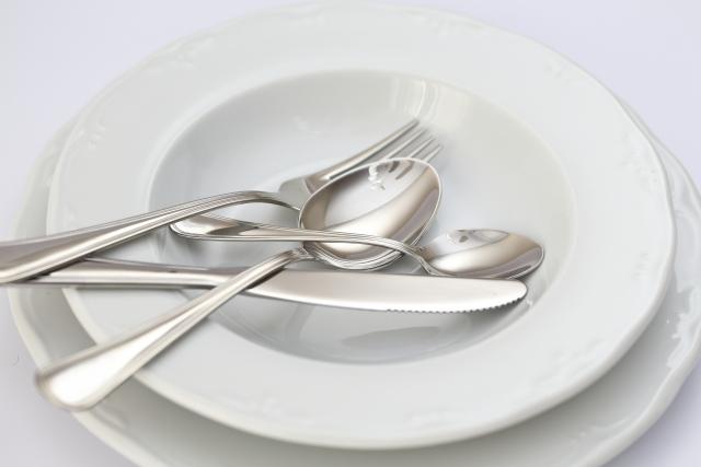 お皿とナイフフォークスプーン