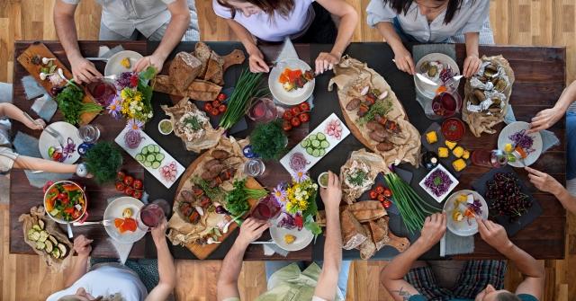 家族での食事風景