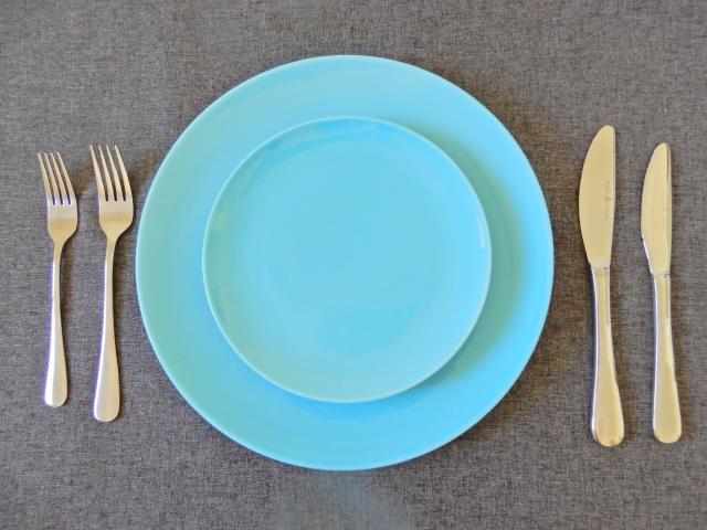 お皿とナイフフォーク