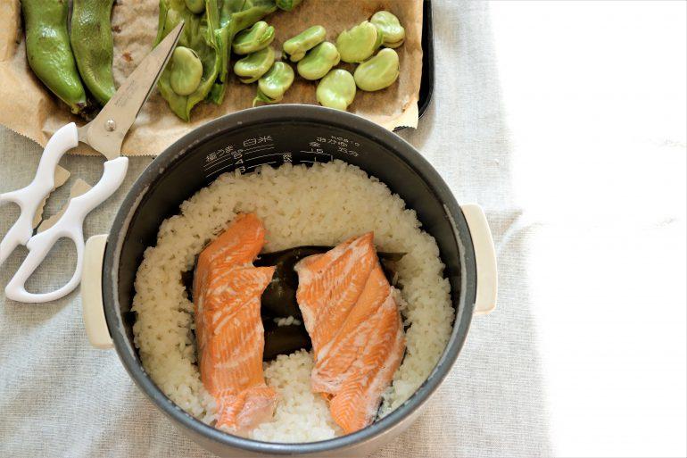 そら豆と鮭の炊き込みご飯炊き上がり