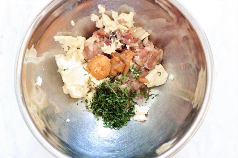 カツオ、豆腐、タマネギ、しそ、味噌、片栗粉