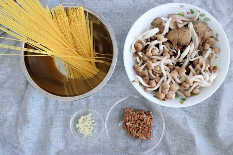 キノコと納豆の和風パスタの材料